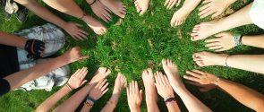 Waarom vrijwilligerswerk de oplossing is voor al je problemen